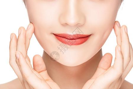 年轻美女美容护肤面部护理局部特写图片