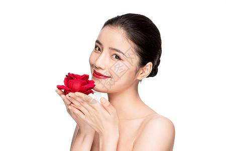 美女手捧玫瑰花图片