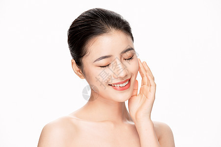 年轻美女美容护肤面部护理图片