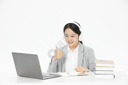 女性教师远程在线教育图片
