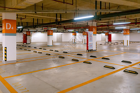 地下停车场停车位出口处图片
