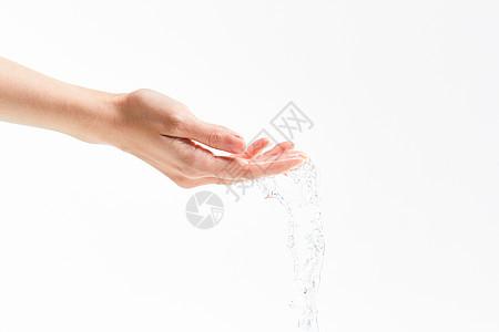 手和水滴图片