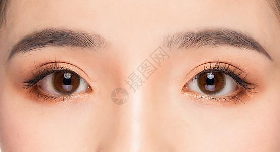 女性双眼眼睛眉毛眼部特写图片