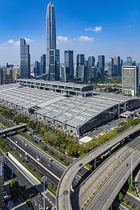 蓝天白云下深圳平安大厦图片