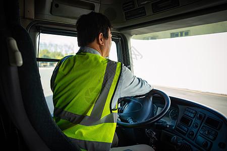司机驾驶货车图片