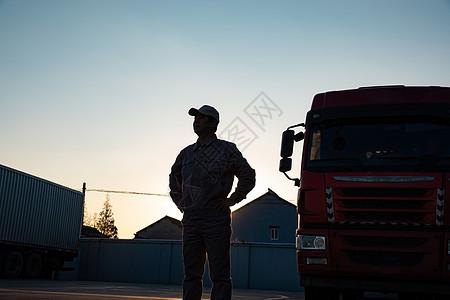 货车司机逆光剪影形象图片
