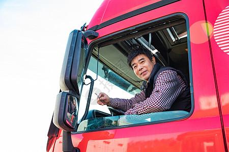 货车司机休息抽烟图片