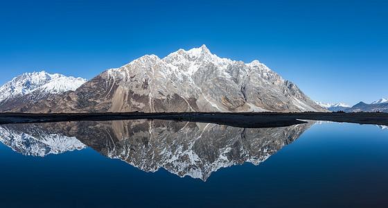 新疆雪山风光图片