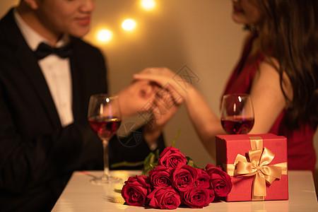 情侣烛光晚餐约会图片