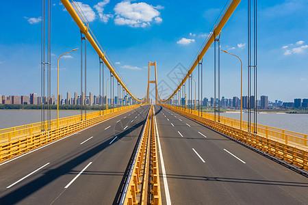 航拍空旷的武汉杨泗港长江大桥图片