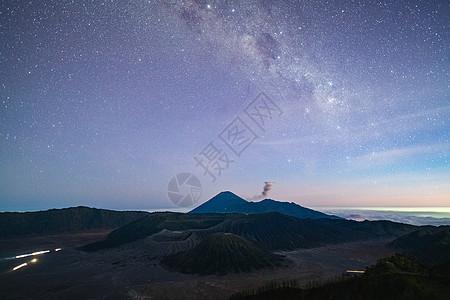 印尼布罗莫火山星空图片