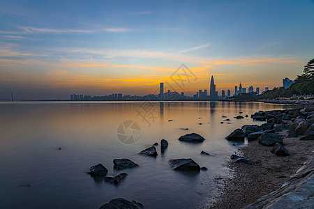 夕阳云下深圳湾公园图片