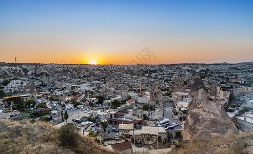土耳其卡帕多西亚地区日落时分的格雷梅小镇图片
