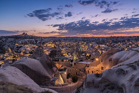 土耳其卡帕多西亚格雷梅村日落夜景图片