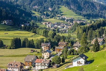 意大利阿尔卑斯山区乡村田园风光图片