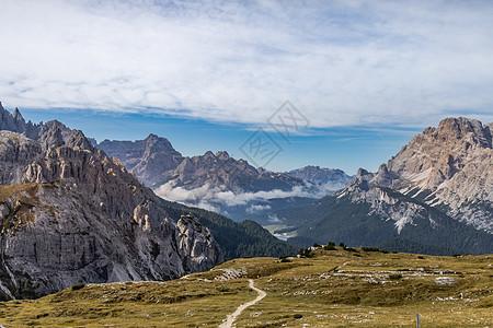 壮阔的意大利阿尔卑斯山区自然风光图片