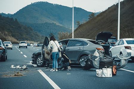【媒体用图】高速公路车祸现场图片
