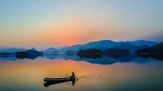 贵阳千岛湖夕阳渔船图片