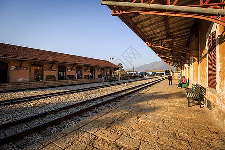 云南蒙自碧色寨火车站复古月台图片