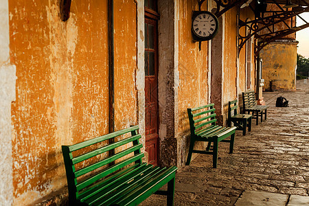 云南蒙自碧色寨火车站站台座椅图片