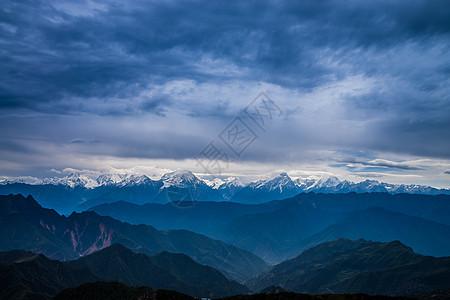 雅安牛背山云海雪山图片