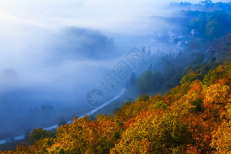 六盘水秋色雾景图片