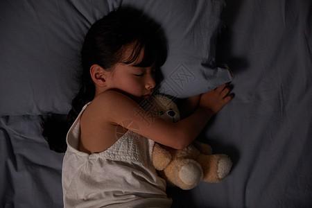 小女孩睡觉图片