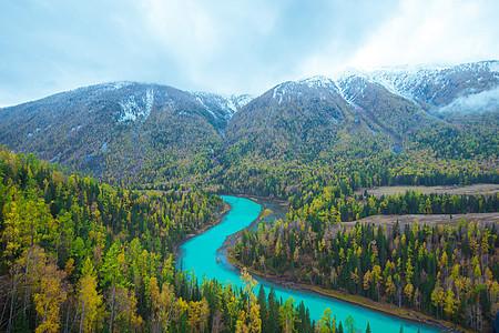 新疆喀纳斯月亮湾秋色图片