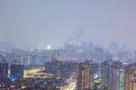 大雾天被灯光打亮的城市青岛图片