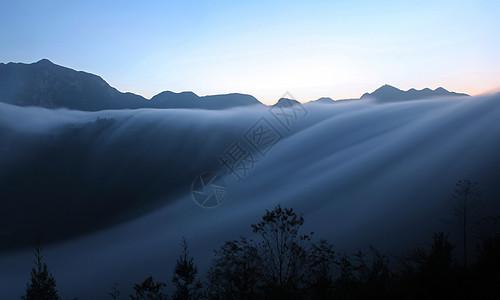 保基瀑布云图片