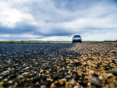 内蒙草原上的车子图片