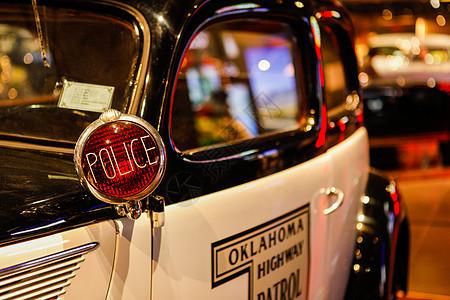 老式美国警车车窗特写图片