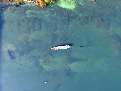 航拍渔船捕鱼图片
