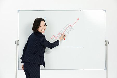 商务女性汇报企业工作总结图片