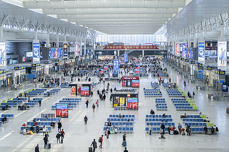 【媒体用图】2020.2.27疫情期间上海虹桥火车站戴口罩的人群图片