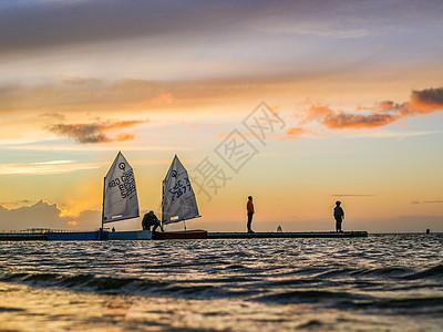 英国夕阳港口帆船图片