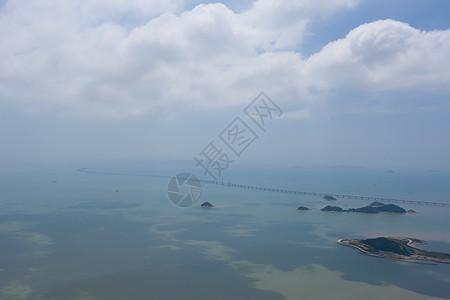 广东珠海山顶俯瞰海岛和港珠澳大桥全景图片