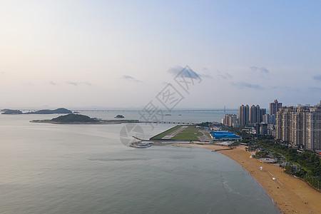 俯瞰广东珠海海景沙滩海岸线风光港珠澳大桥图片