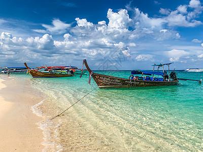 海南东方市海边渔村渔船图片