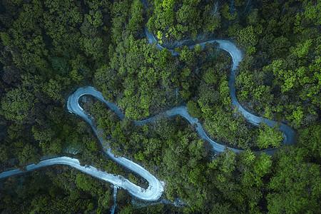 航拍蜿蜒道路与森林图片
