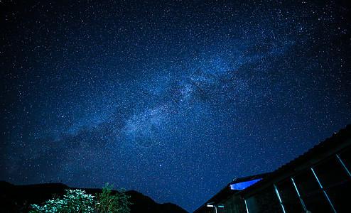 云南无量山浩瀚银河星空图片