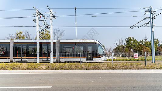 运行中的有轨电车图片