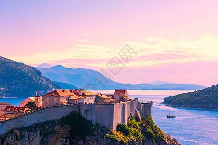 晨曦中的杜布罗夫尼克城堡图片