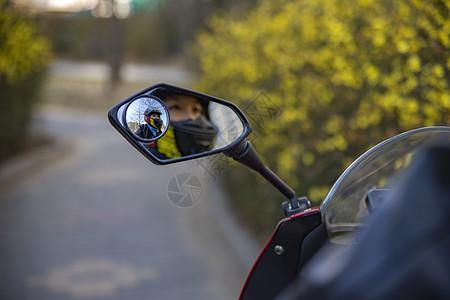 机车女孩骑摩托图片