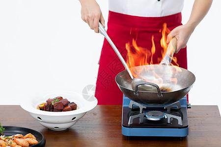 厨师炒菜形象特写图片