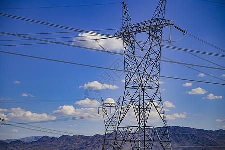 蓝天白云与铁塔输电线图片