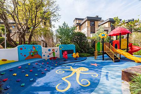 小区里的儿童游乐场图片