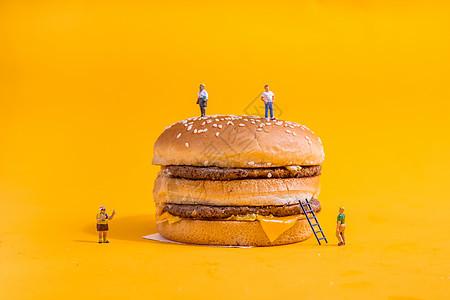 美味汉堡快餐薯条微距小人图片