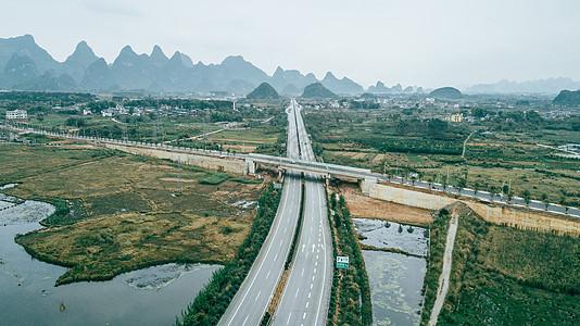 高速公路航拍公路运输交通图片