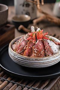 日料牛肉盖饭图片